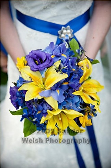 Blue yellow wedding bouquet but change the yellow flower.