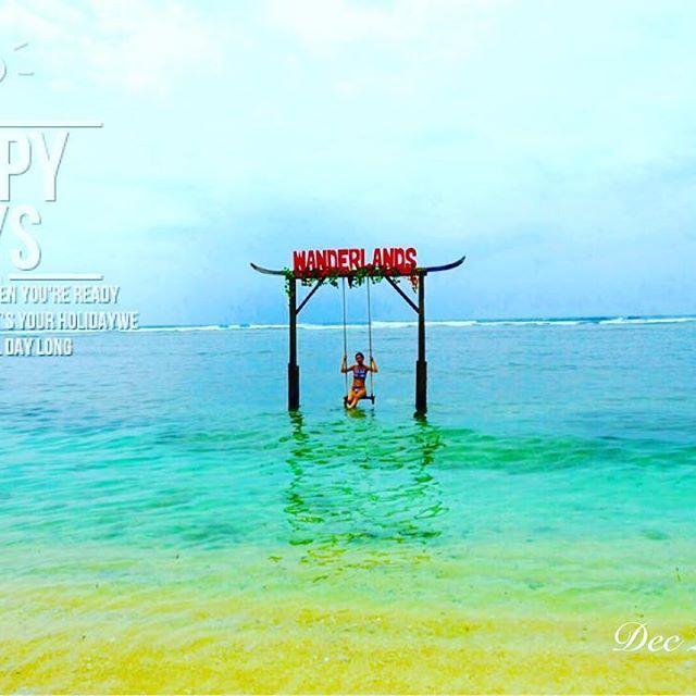 【harry_zh_cho】さんのInstagramをピンしています。 《#海外旅行 ✈️ From Singapore🇸🇬 to #Lombok #Indonesia 🇵🇱 #ロンボク島 #ギリトラワンガン #インドネシア 🌴☀️ #晴れの日 が#最高 に#気持ちいい  #島一周 #サイクリング 🚴🚴🚴🚴 ホテルからギリ島有名な#swing まで自転車で約20分! #砂浜 や#森 の中に通る為、#マウンテンバイク をレンタルした方がいい!🚲💦 女性の方は#日焼け止め を忘れないように!笑☀️ 海の中に#ブランコ ! 最高の#写真 #スポット  #christmastrip  #southeastasia  #goodmemory  #familytrip  #dearfriends  #旅行  #暑いクリスマス  #東南アジア #シンガポール生活  #連休》