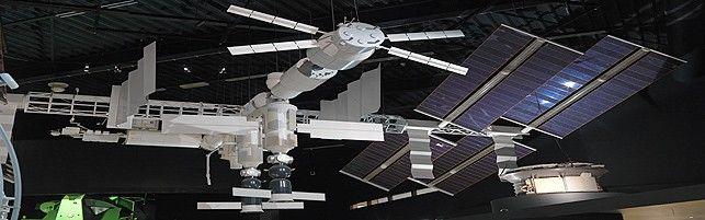 Zie hoe groot en complex het International Space Station is... Lessuggesties Space Expo onder midden en bovenbouw