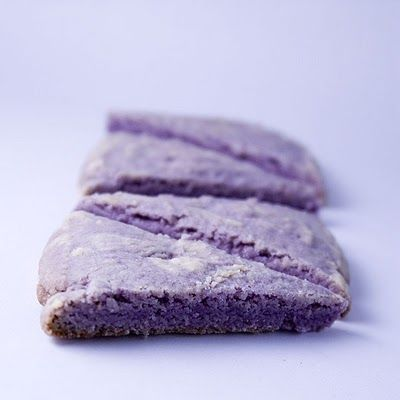 LAVENDER SHORTBREAD         250g of butter       75g sugar       1 tablespoon water       300g flour       100g rice flour       2 tablespoons edible lavender, sliced ​​very thin (Alma lavender scent used instead)       2 tablespoons brown sugar       Purple coloring (optional)