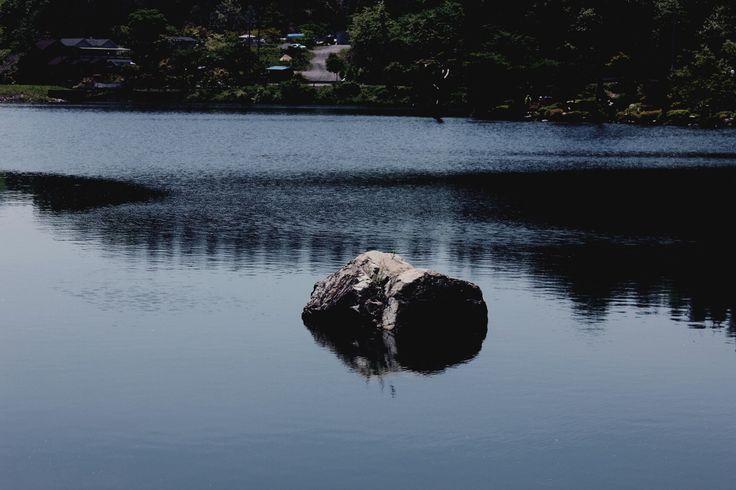 하늘물빛정원에서 고독한 바위