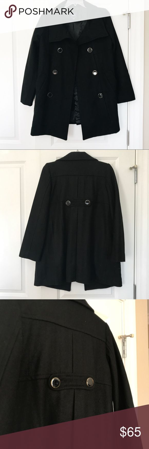 GapKids black pea coat This stunning GapKids pea coat is perfect for cold temps! It's in great condition and perfect to throw on over dresses and nicer outfits! GAP Jackets & Coats Pea Coats