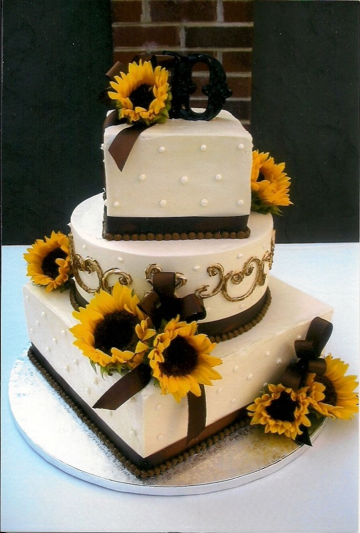 sunflower wedding cake  My opinion: Love the squares with the round!