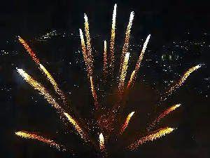 Curioso e Espetacular: Show de fogos de artifício filmado com um drone. U...