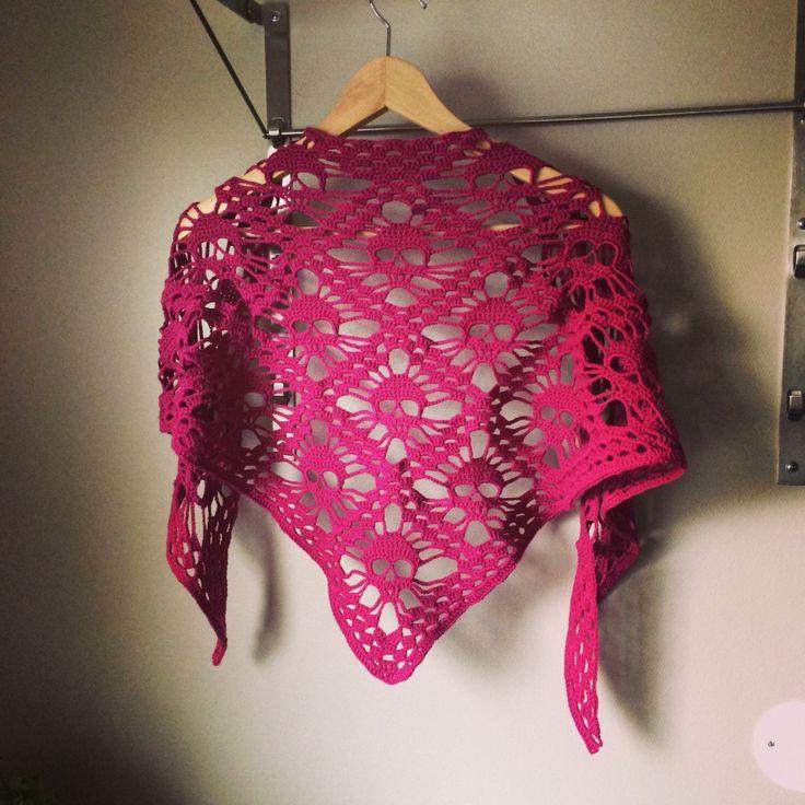Döskallesjal! A shawl of skulls!