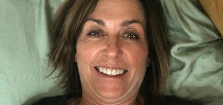 Whoops! Mum surprises daughter at school by taking a selfie in the wrong dorm bed