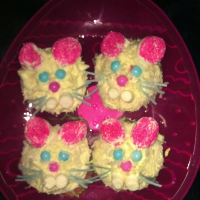 Bunny cakesWorth Reading, Holiday Ideas, Book Worth, Yummy Food, Easter Recipe, Bunnies Cake, Spring Ideas, Christmas Ideas, Easter Ideas