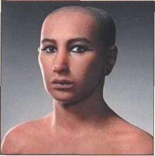 По черепу мумии три независимые лаборатории в Египте, Франции и США с помощью компьютерной томографии получили очень схожее изображение обли...