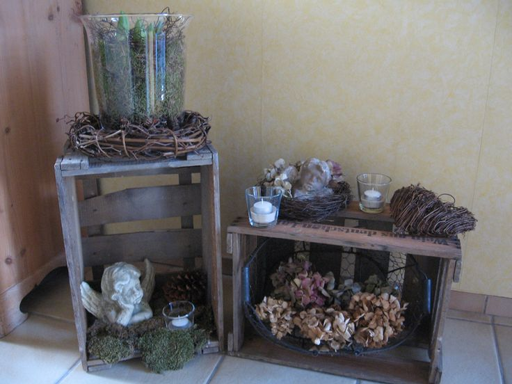 Alte Weinkisten , Mit Nat?rlichen Materialien Dekoriert , Versch?nern Zur  Zeit Unseren Eingangsbereich Im Haus.