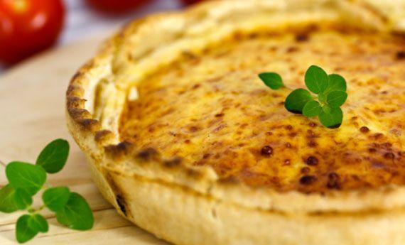 Mai provata una cheesecake…al salmone? La versione salta della cheesecake non vi farà rimpiangere la solita torta di zucchine: con un ripieno di ricotta arricchito con il sapore del salmone, sarà un antipasto perfetto da preparare alla mamma per la sua festa! Preparazione: Tritate finemente i grissini e metteteli in una terrina: fate sciogliere dolcemente il burro  … Continued