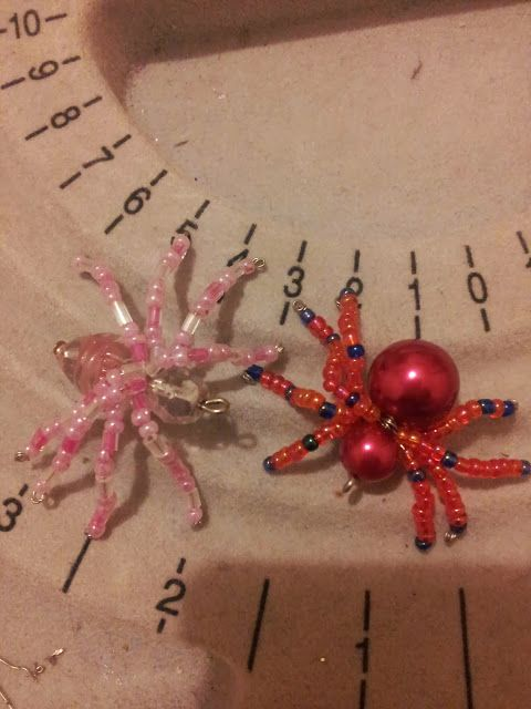 Beaded spiders. Catscraftymess.blogspot.com