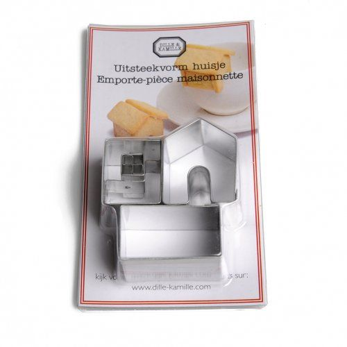 Uitsteekvorm voor koekjes, huisje, vertind metaal, 3 cm  Drie uitsteekvormen voor het bakken van koekjes in de vorm van een huisje. De drie losse vormen zijn na het bakken aan elkaar te 'plakken' met bv. glazuur. Hierdoor ontstaat een huisje, met inkeping om over de rand van bv. een kopje te hangen. Vertind metaal, niet geschikt voor de afwasmachine. Na het afwassen goed afdrogen. Afmetingen 7,5 x 4,5 x 2,5 cm. Afmetingen huisje 2,5 x 3 x 4 cm. Kijk voor het recept op de website.  D, €3,95