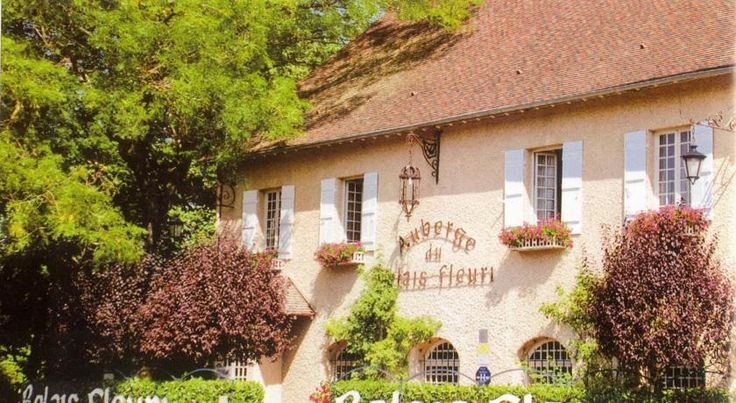 Logis Le Relais Fleuri Avallon Open year-round and situated in the countryside, in a 5-hectare park full of flowers and trees, the hotel-restaurant Logis Le Relais Fleuri features plenty of leisure opportunities.