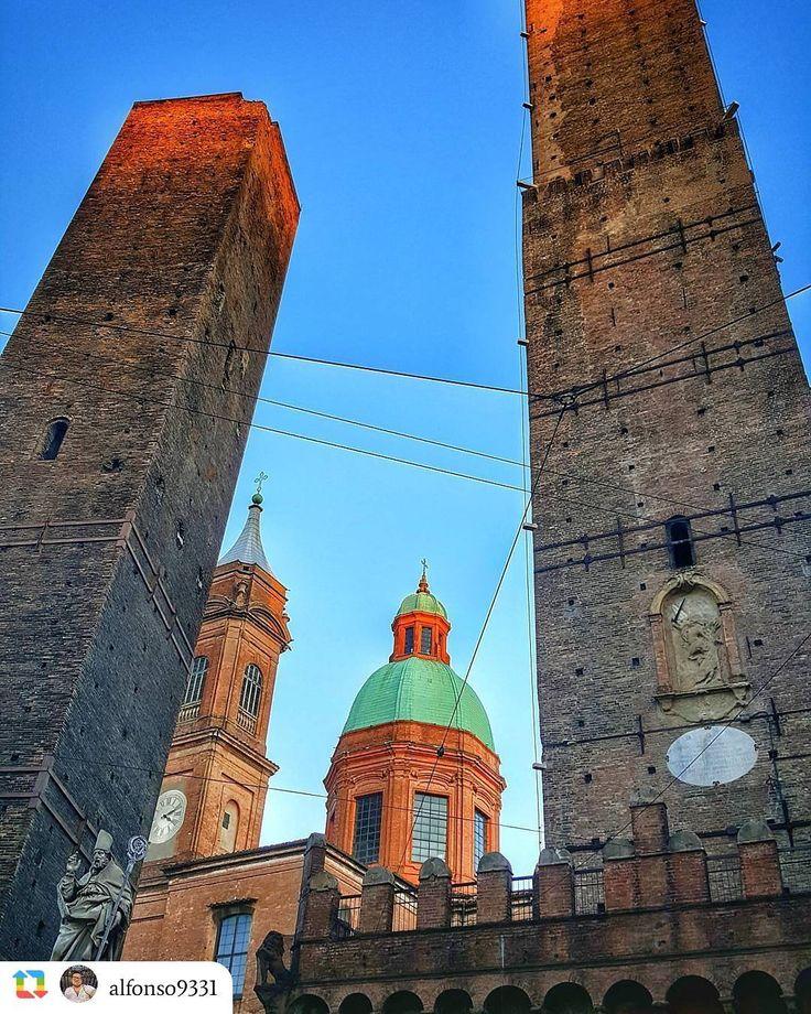 Buongiorno Bologna! Scatto di @alfonso9331 Segui @Vivo_Bologna Usa il tag #vivo_bologna Visita vivobologna.com Contattaci a info@vivobologna.com ------------------ Torre degli Asinelli...... - #bologna #torredegliasinelli #loves_united_bologna #bologna_mania__ #ig_bologna #volgobologna #ig_italia #ig_emilia #paesaggiemiliani #paesaggibolognesi #ig_emiliaromagna #volgoemiliaromagna #bologna_illife #nord_super_pics #loves_emiliaromagna #bestcampaniapics #vivo_emiliaromagna #italiadascoprire…
