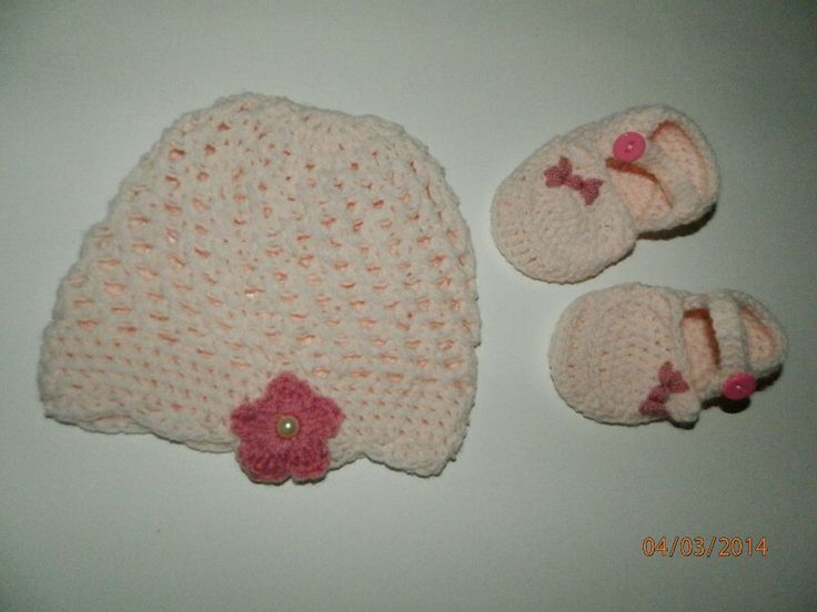 Baby hat and hug shoes