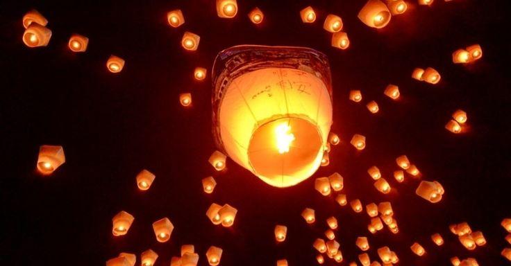Mais de 1600 lanternas flutuantes enfeitam o céu de Taipé, em Taiwan durante festival