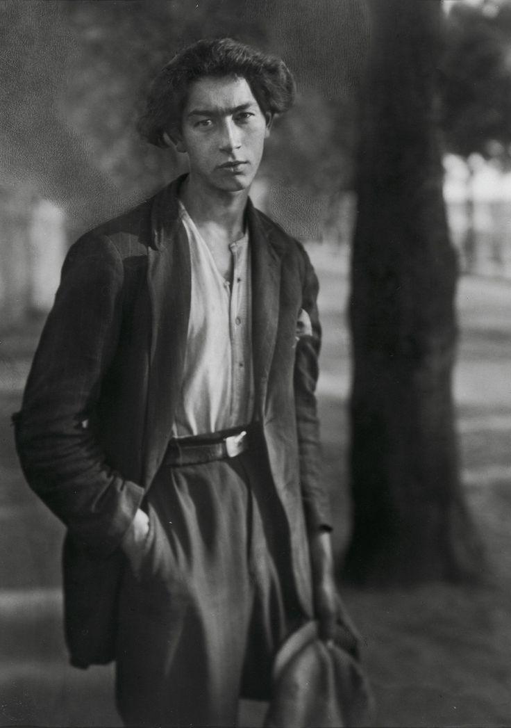 August Sander. Gypsy. c. 1930