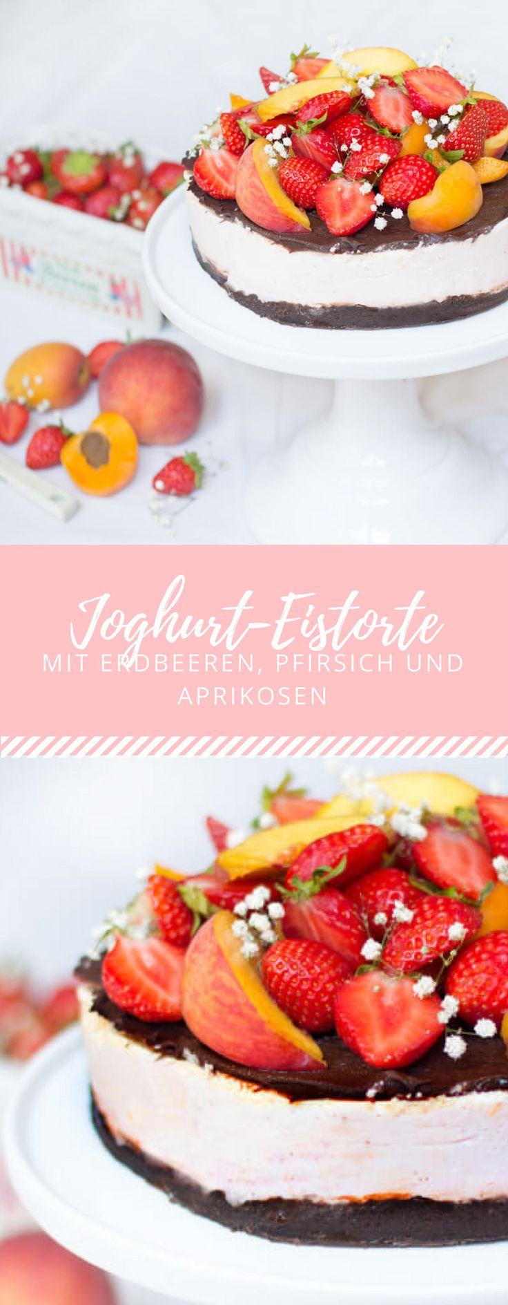 Ein leckeres Rezept für den Sommer ist die eisgekühlte Joghurt-Eistorte mit Früchten wie Erdbeeren, Pfirsich und Aprikosen!
