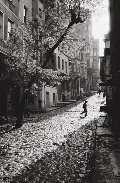 Street in Tarlabasi, Istanbul, Turkey 1965   Ara Güler photographer