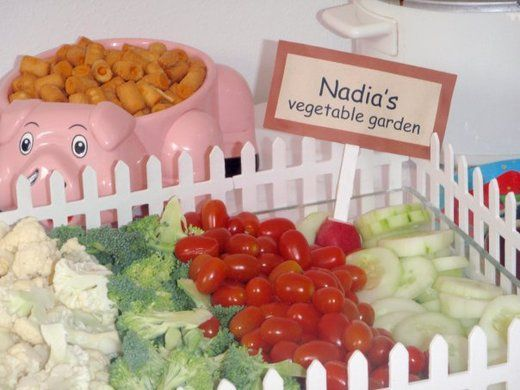 Love the picket fence border on the veggie tray! I LOVE labeling the snacks on the food table to match the theme. A vegetable garden! Such a cute idea for the veggie tray.
