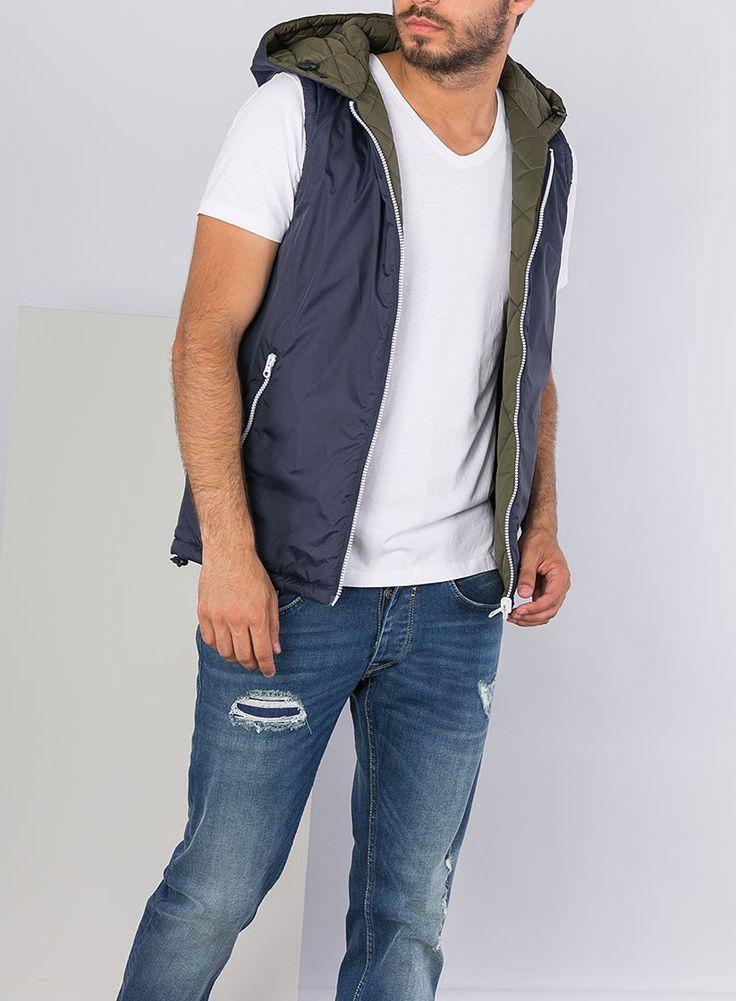 ¿Has visto este chaleco reversible para hombre en verde y azul? Sin duda, una prenda muy práctica. #fashionmen #lifestyle #modahombre