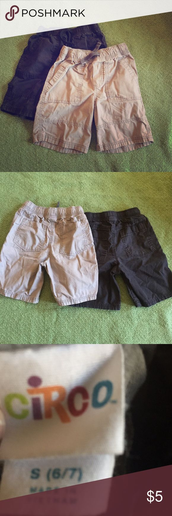 Lot of 2 Circo boys Cargo Shorts Sz6/7 Set of two cargo short one gray and one black. My son grows out of his clothes pretty quick. No flaws, great condition. Circo Bottoms Shorts