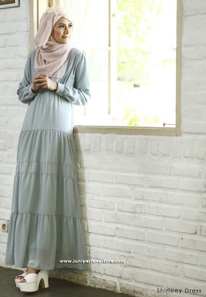 Shirleey Dress Blue - Klik gambar untuk melihat detail dan harga produk Juniperlane di website zilbab.com. Hijab, Jilbab, Fashion Hijab, Juniperlane Hijab, Hijabi, Juniper Hijab, Juniper Lane.