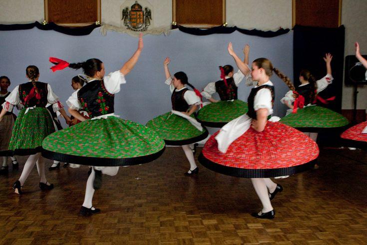 Csárdás folk dancing