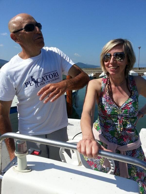 Si parte con il capitano Aurelio e Beatrice della Cooperativa Pescatori del Trasimeno #AlTrasimeno foto di @gplexousted