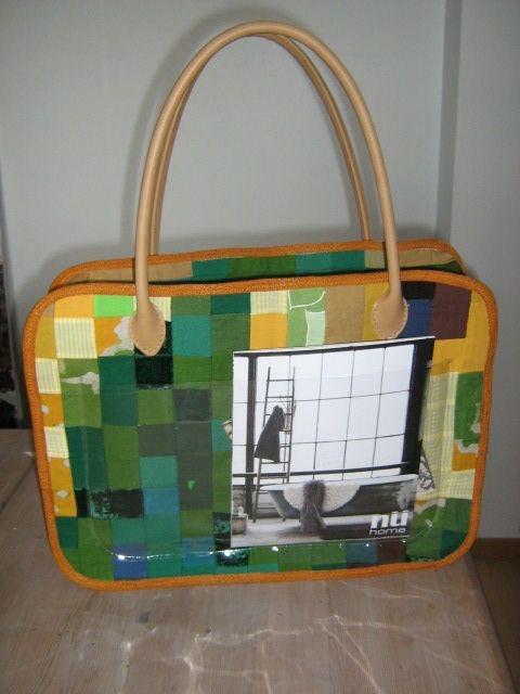 This bag is made from a quiltingproject that never got finished. I hate squares. But love to redesign. Practical and not so difficult to make. I made the pattern myself.