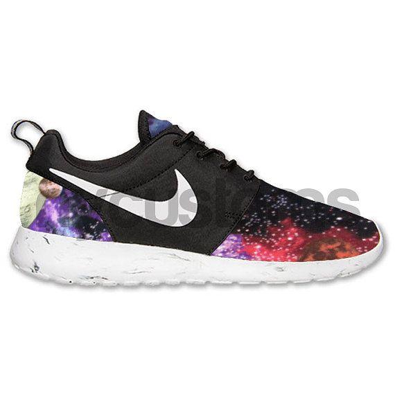 Nike Run Roshe noir Galaxy en marbre blanc « Planètes dans l'espace »