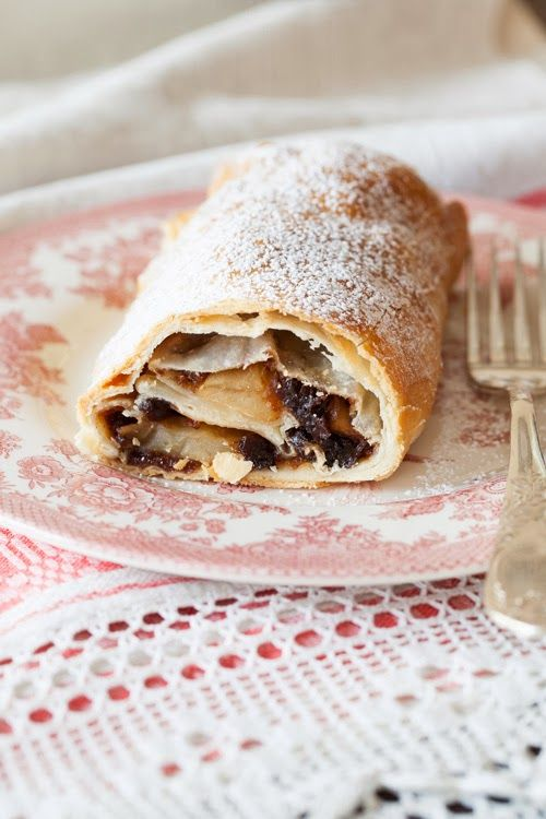 "Russian Monday: ""Shtrudel"" - Apple Strudel, Perfect Dessert at Cooking Melangery"