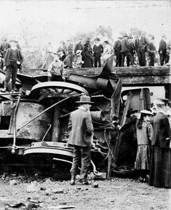 4-11-1907. Victoria, Australia. Railway accident on the Heathcote line.
