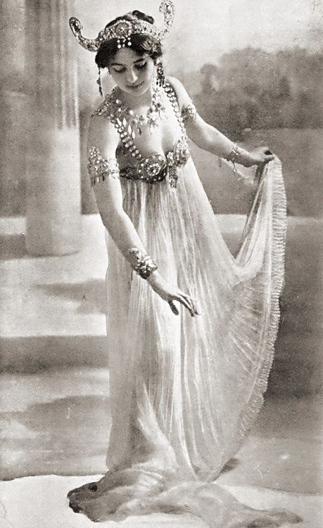 Uncredited Photographer     Mata Hari     c.1906