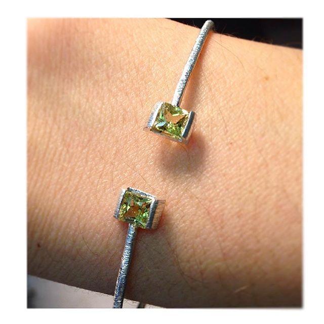 If only I could keep every piece I make to myself #whatadream . . .www.thaizjewellery.com . . #jewelrydesigner #wanttokeepthemall #jewels #jewellery #jewelry #ethical #ethicalfashion #accessories #acessoriosfemininos #ethicalgems #gemstone #maligarnet #green #bracelet #pulseiras #silverbracelet #argento #fattoamano #prata #prata925 #unique #exclusive #onsale #onlinestore #onlineshopping #greenbrand #zurich
