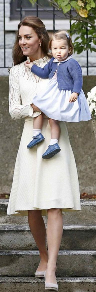 Kate premiered another brand today choosing the elegant  SEE BY CHLOÉ Pointelle-knit cotton-blend dress. The Chloé French fashion house was founded in 1952 by Gaby Aghion.