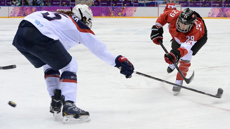 Poulin plays the hero for Canada