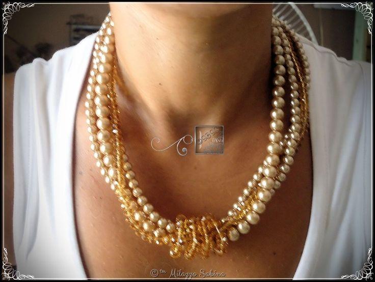 Collana a quattro fili, tre in perle di vetro cerato ed un filo di cristalli color nocciola/ambra, by Il Baule In Soffitta, 14,00 € su misshobby.com