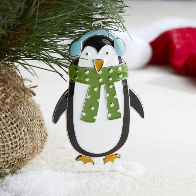 This little penguin will bring some colour and cuteness to your Christmas tree this year!