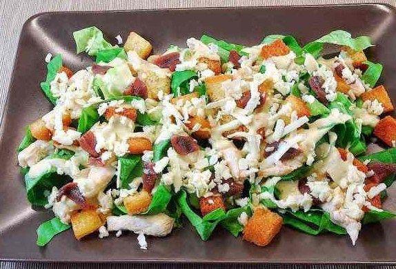Oggi vi presentiamo la ricetta per Insalata Caesar, una ricetta semplice e veloce da poter servire subito ai vostri invitati.