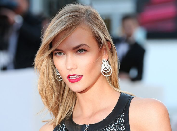 Pesky flyaways got you down? Karlie Kloss and her glam squad to the rescue!