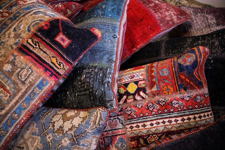 Patchwork kuddar. Kudde, patch, vintage, sovrum, inredning, detalj, dekoration, möbler, multi, färg, mönster, röd, blå, gul, lila. http://sweef.se/pladar-kuddar/78-kudde-i-patchwork.html