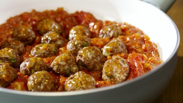Masové kuličky v chuťově bohaté husté omáčce jsou skvělé jídlo, které ocení…