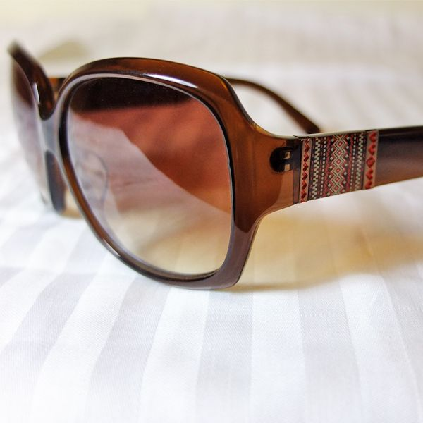 Famous Sun Glasses Brand - Memore Eyewear Original HongKong designer design items Over 30 different stylish deigns available now, come with different colors too. Come with FREE Stylish Sun Glasses Case Material: Plastic Frame Color: 1 color HKD 395/pair