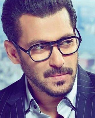"""4,059 Likes, 33 Comments - Salman Khan ♥ (@veer_salman) on Instagram: """"♥ ♥ ♥  #BeingSalmanKhan #Salman #SalmanKhan #SalmanSpreadsLove #SalmanKhanWorldWideFans…"""""""
