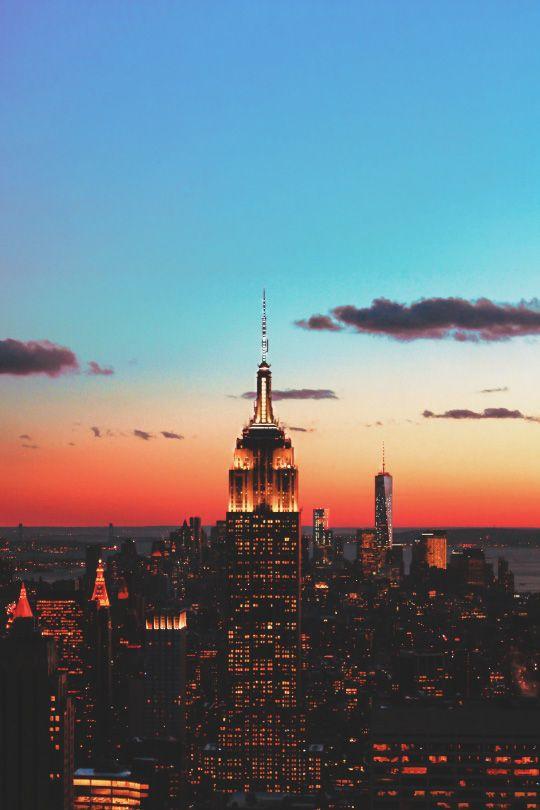 via livingpursuit | http://ift.tt/1Xhl7tf New York at dusk http://www.robinhoodflights.co.uk/destinations/new-york