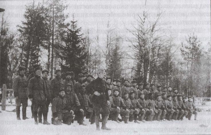 Norra Ingermanlands regemente i egna uniformer. Våren 1920.