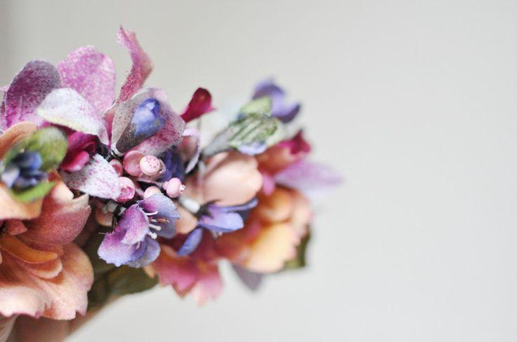 Detalle flores pintadas a mano