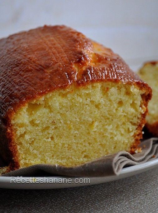 Cake au citron à la crème fraîche - Recettes by Hanane3 oeufs 180g de sucre 8cl d huile 4 cas de crème fraiche 1 citron bio 150g de farine 1 sachet de levure 70g de poudre d amande four a 180°C 40 mn
