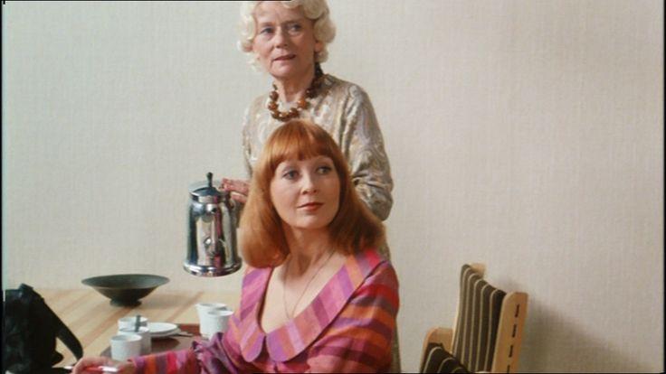 Som familie rådgiver, i Familien Gyldenkål vinder valget fra 1977. (her sammen med Karin Lykkehus)